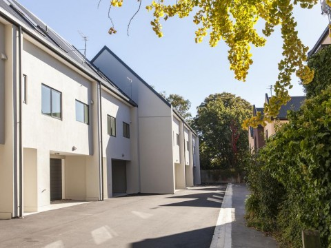 View profile: CITY CENTRE - AS NEW TOWNHOUSE, DOUBLE GARAGE, GREAT LOCATION