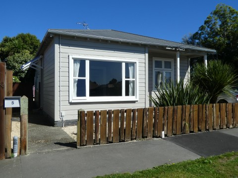 View profile: PHILLIPSTOWN - 3 BEDROOM HOME + ONE BEDROOM FULLY CONTAINED SLEEP-OUT, MODERN KITCHEN, HEAT PUMP