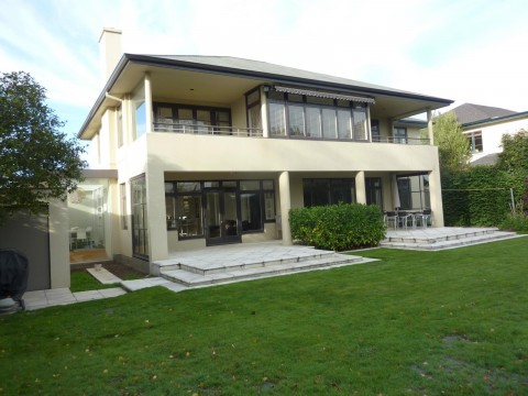 View profile: MERIVALE - FANTASTIC LOCATION, LARGE SUNNY 4/5 BEDROOM HOUSE
