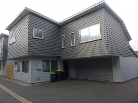 View profile: RICCARTON - 4 BEDROOM, 2 X BATHROOM TOWNHOUSE WITH DOUBLE GARAGE
