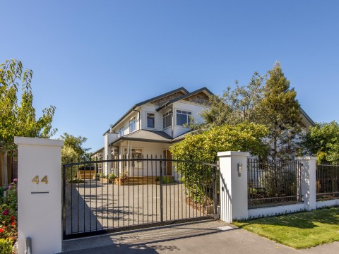 View profile: MERIVALE - EXECUTIVE TWO YEAR OLD RESIDENCE - 4 BEDROOMS, 3 BATHROOMS