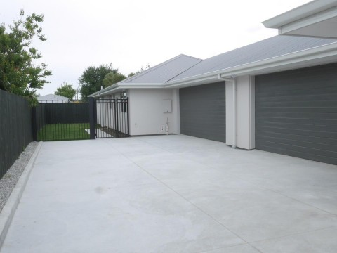 View profile: LINWOOD - AS NEW 3 BEDROOM 2 BATHROOM REAR TOWNHOUSE, DOUBLE GARAGE