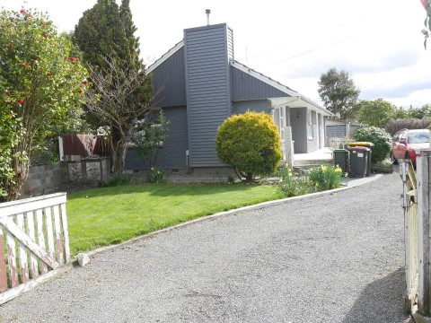 View profile: REDWOOD - 4 BEDROOM RENOVATED HOUSE ON LARGE SECTION, PET NEGOTIABLE