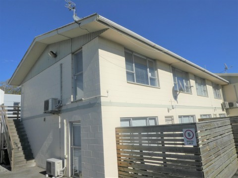 View profile: ST ALBANS - UPSTAIRS 1ST FLOOR TWO BEDROOM FLAT WITH CARPORT - PARTLY FURNISHED