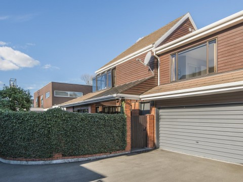 View profile: MERIVALE - 3 BEDROOM, 2 BATHROOM EXECUTIVE TOWNHOUSE, PET NEGOTIABLE