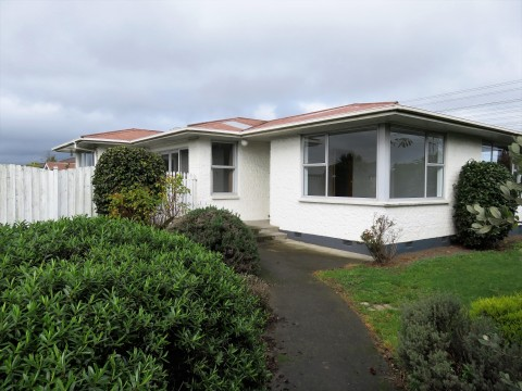 View profile: UPPER RICCARTON - 3 BEDROOM + SLEEPOUT, LARGE SECTION