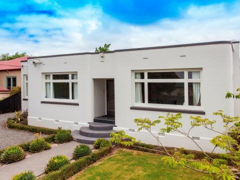 View profile: SYDENHAM - 3 BEDROOM RENOVATED HOUSE, LOGBURNER & HEATPUMP, CAT NEGOTIABLE, 2x TOILETS
