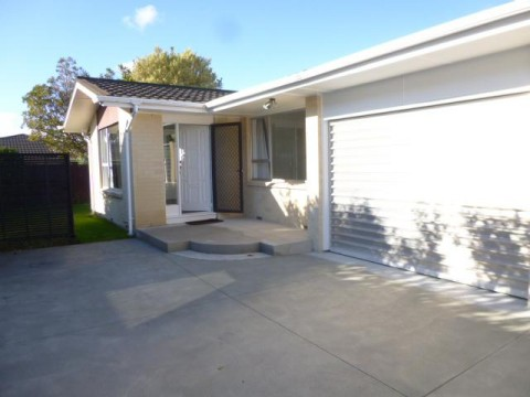 View profile: SOMERFIELD - 2 BEDROOM SPACIOUS AND IMMACULATE UNIT - PET NEGOTIABLE
