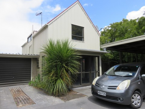 View profile: RICCARTON - 3 BEDROOMS, 1 BATHROOM - NEWLY RENOVATED TOWNHOUSE