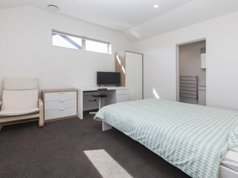 View profile: ADDINGTON - AS NEW - FURNISHED BEDSIT - UNLIMITED INTERNET