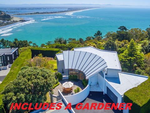 View profile: SCARBOROUGH - EXECUTIVE 5 BEDROOM, 3 BATHROOM 360SQM HOME WITH STUNNING VIEWS
