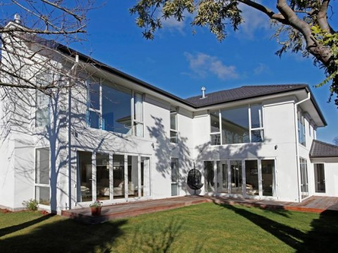 View profile: FENDALTON - 4 BEDROOM EXECUTIVE HOME - 3 X LIVING, 3 x BATHTROOMS - FULLY FURNISHED