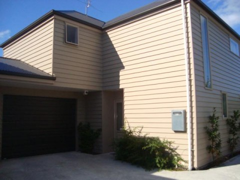 View profile: ST ALBANS - 3  BEDROOM TOWNHOUSE, 2 BATHROOMS, HEATPUMP