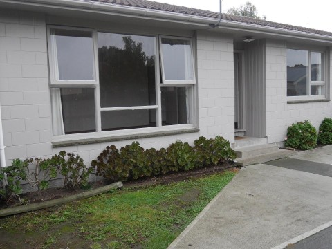 View profile: BROMLEY - 2 BEDROOM FRONT UNIT, HEATPUMP, PET NEGOTIABLE