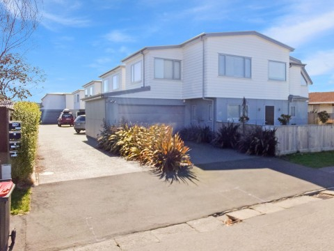 View profile: RICCARTON - FURNISHED OR UNFURNISHED - EXECUTIVE TOWNHOUSE, 3 BEDROOMS 2X BATHROOMS
