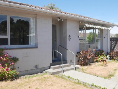 View profile: BROMLEY - 2 BEDROOM REAR UNIT, HEATPUMP, PET NEGOTIABLE