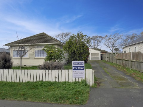 View profile: RICCARTON - 3 BEDROOM RENOVATED HOUSE, DOUBLE GARAGE, CAT NEGOTIABLE