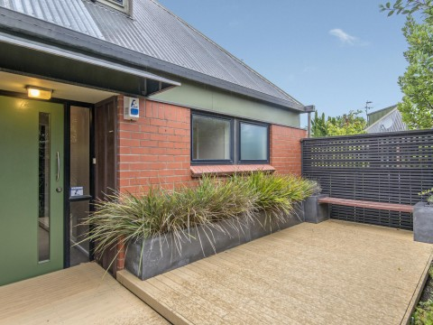 View profile: STROWAN - ST ANDREWS SQUARE 3 BEDROOM 2 BATHROOM TOWNHOUSE