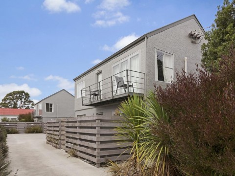 View profile: RICHMOND - 2 BEDROOM UPSTAIRS FULLY REFURBISHED UNIT