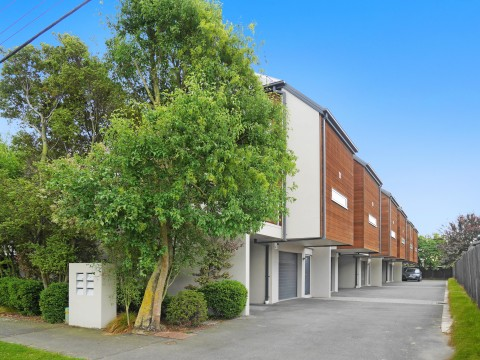 View profile: ADDINGTON - MODERN AND FUNKY 2 BEDROOM REAR APARTMENT, PET NEGOTIABLE