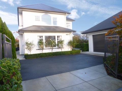 View profile: STROWAN - LARGE EXECUTIVE 3/4 BEDROOM HOME, INCLUDES GARDENER, PET NEGOTIABLE