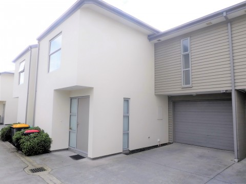View profile: WALTHAM - IMMACULATELY PRESENTED 3 BEDROOM 2 BATHROOM TOWNHOUSE