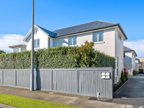 View profile: ST ALBANS - 4 BEDROOM, 2 X BATHROOM EXECUTIVE HOME, DOUBLE GARAGE