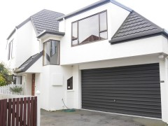 MERIVALE - 3 BEDROOMS, 2 X BATHROOMS, DOUBLE GARAGE, PET NEGOTIABLE