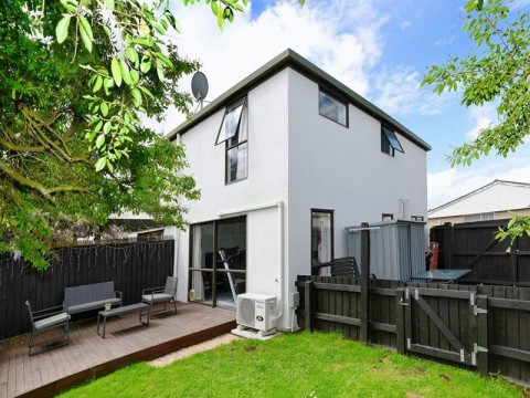 View profile: ADDINGTON - 2 BEDROOM IMMACULATE TOWNHOUSE, GREAT OUTLOOK COURTYARD