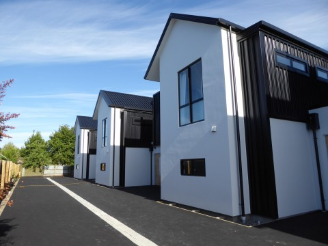 View profile: ST ALBANS - BRAND NEW LUXURIOUS 4 BEDROOM, 2 X BATHROOM TOWNHOUSE, DOUBLE AUTO GARAGE