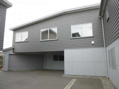 View profile: RICCARTON - MODERN 4 BEDROOM, 2 X BATHROOM TOWNHOUSE WITH DOUBLE GARAGE