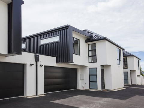 View profile: ST ALBANS - NEAR NEW LUXURIOUS 4 BEDROOM, 2 X BATHROOM TOWNHOUSE, DOUBLE GARAGE